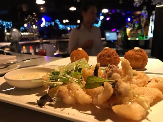 Toorak, ออสเตรเลีย: Salt & Pepper Calamari & Aranchini Balls