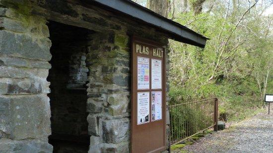 Porthmadog, UK: The tiny Plas Halt Station