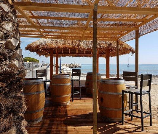 Hôtel La Potinière : espace bar extérieur sur notre plage privée