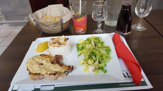 Pierrelatte, Frankrijk: Plats au Refuge tres sympas