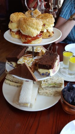 Barrow-in-Furness, UK: Afternoon tea with prosecco and a view