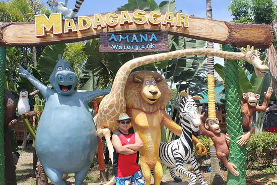 Amana Waterpark: Life-Size Statue