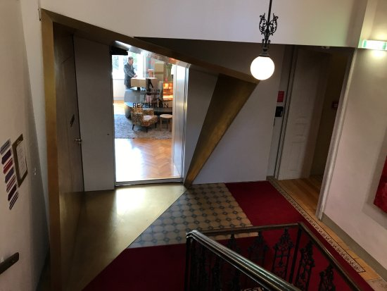 Hotel Altstadt Vienna: Rception Front Desk