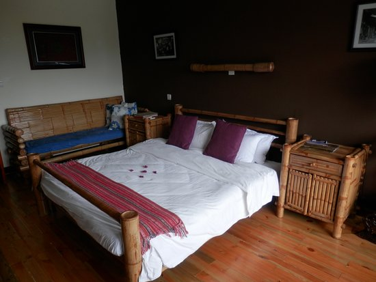 Yangshuo Mountain Retreat: Large, comfortable bed