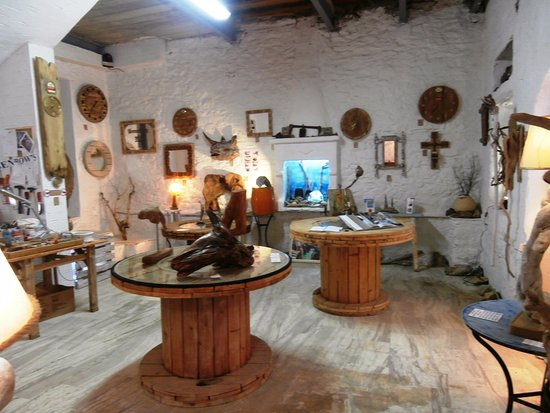 Skiathos Town, Greece: Gallery and workshop area