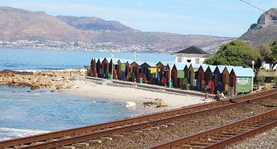 Muizenberg, Südafrika: The famous beach huts, echoes of England