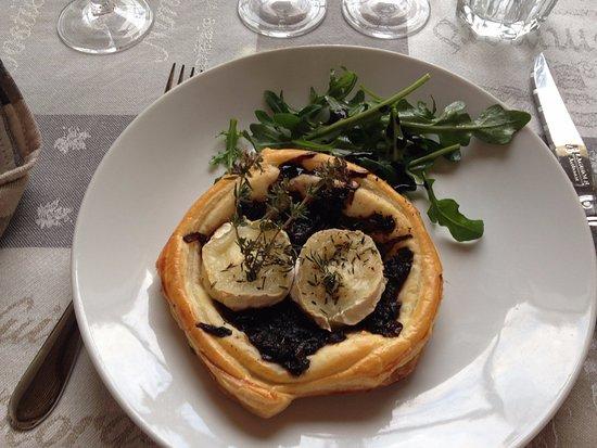 Mazan, Francia: Brie and truffle appetizer