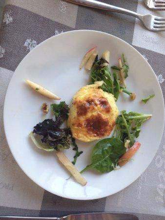 Mazan, Frankrike: Linda's goat cheese souffle