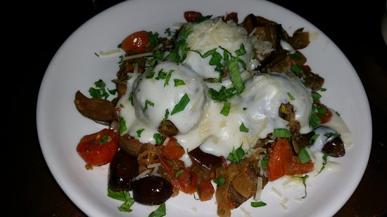 Collingwood, Αυστραλία: Chicken meatballs with creamy sauce and vegs from market (explosive yastes)