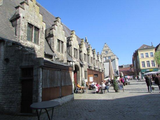 Het Groot Vleeshuis: outside with terrace