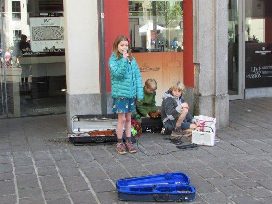 Het Groot Vleeshuis: street entertainement