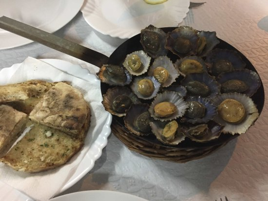 Paul do Mar, Portugal: Limpets and garlic with Madeiran garlic flatbread - Mmmm!
