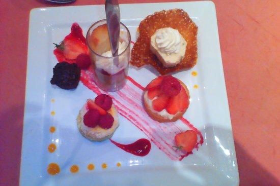 Les Angles, Frankrijk: assiette de desserts