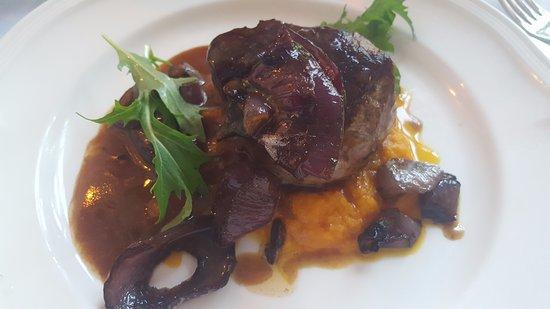 Restaurant Carte Blanche : Steak with Trufflesauce