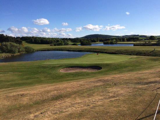 Drumoig, UK: View from Hotel veranda over looking the 18th green