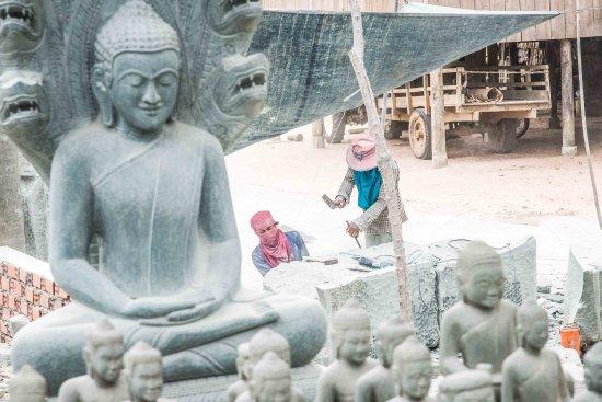 Kampong Thom, Cambodia: tailleurs de pierres