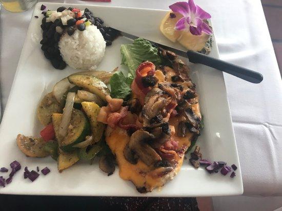Fat Kahuna's Beach Side Grille: photo0.jpg