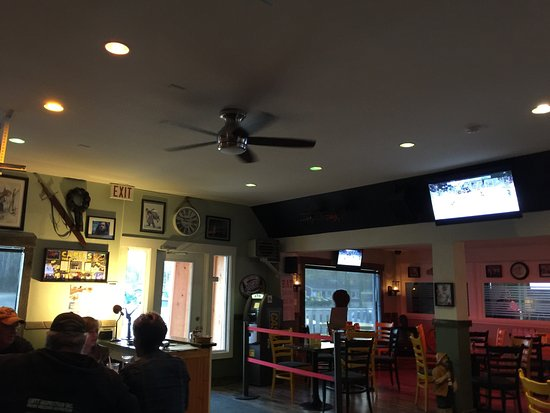 Miramichi, Canadá: Capers Pub & Eatery