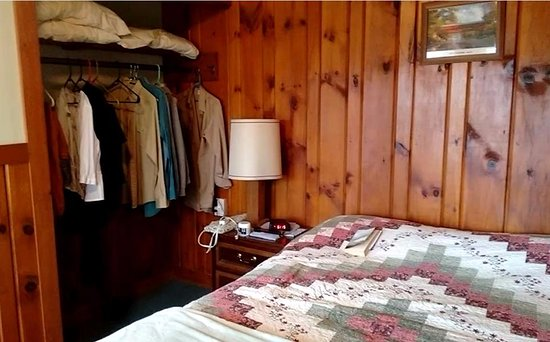 Twin Mountain, NH: Bedroom