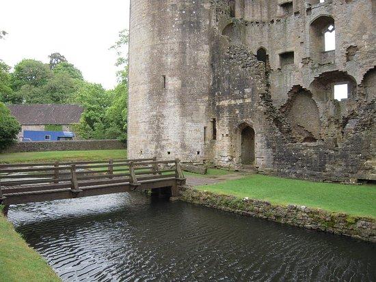 Nunney, UK: Castle's bridge