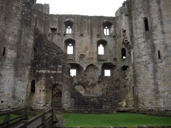 Nunney, UK: Front of castle