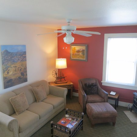 The Leland House and Rochester Hotel: Queen Suite Living Room