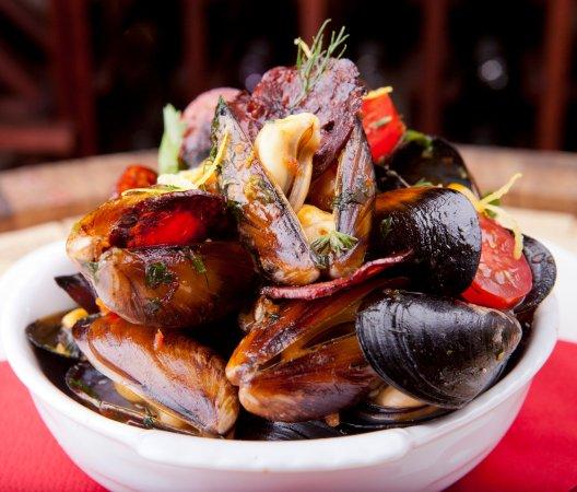 Vino & Tapas: fresh clams with chorizo and herbs