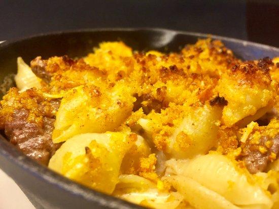 Claremont, NH: Baked Jalapeño & Manchego Mac n Cheese w/ Carne Asada