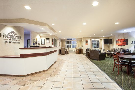Microtel Inn & Suites by Wyndham Decatur: lobby