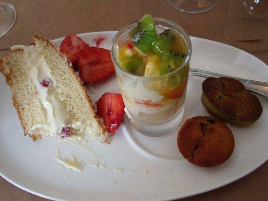 Une idée du dessert,copieux et excellent,tout est fait maison