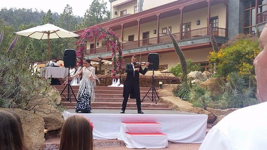 Flamenco dancers at the wedding in the hotel grounds