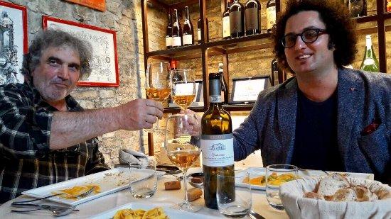 Casalecchio di Reno, Italien: Parlando di Vini con Giorgio Erioli un Mito dei Colli Bolognesi al Ristorante Tramvia