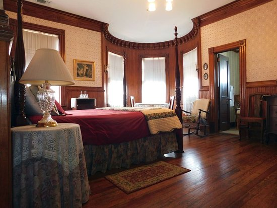 Pensacola Victorian Bed and Breakfast: Captain's Room