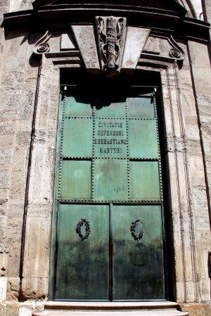 Civico Tempio di San Sebastiano: Portes