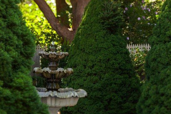 Captain's House Inn: Herb Garden Fountain