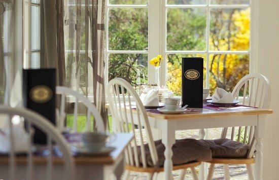 Captain's House Inn: Breakfast and Tea Room
