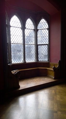 Kilkenny, Ireland: Little sitting area with beautiful windows and woodwork