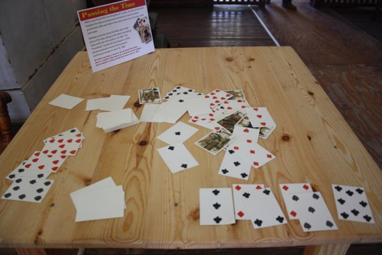 Lincoln, Nuevo Mexico: old timey cards that you need to know how to count to keep score - no numbers on cards