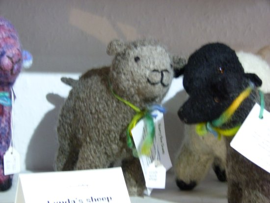 Sedbergh, UK: Lynda mkes sheep - carding, spinning, knitting, felting and stuffing!