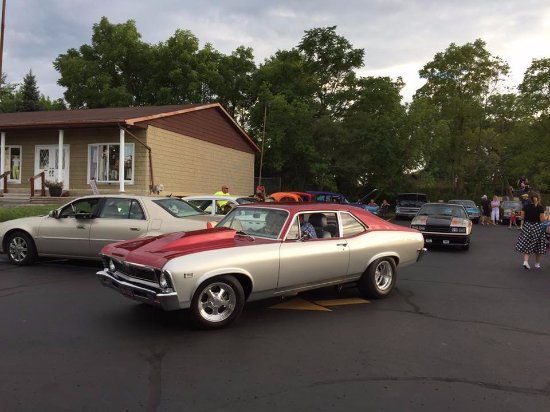 Grand Blanc, MI: Showing off cars at the Hot Dog Stand