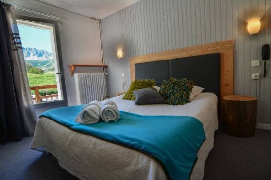 Chambre double standard - Picture of Hotel La Mayt, Vars - TripAdvisor