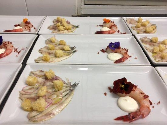 Bogliasco, Italy: entré, acciughe marinate alla povera, gambero rosso di Santa Margherita crema di buratta e guanc