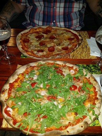 Zane, Italia: Pizza con pasta al farro