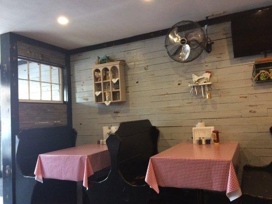 Corinth, MS: Filmore street cafe