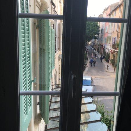 Chambre vert olive ... grande déception pour la vue et le charme ...