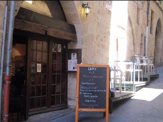 Figeac, Frankrike: Without the menu outside, the place is easily overlooked.