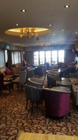 Elgin Hotel Blackpool: stans bar gotta love the ceiling