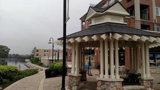 McHenry, IL: Outdoor Patio