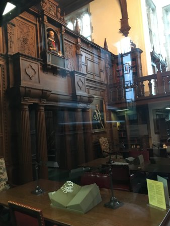 Folger Shakespeare Library: need to book a tour to see books