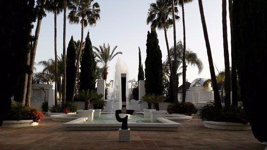 Hotel Suite Albayzin del Mar: jardin menant à la piscine